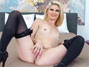 Horny blondie toying her juicy pussy live on her webcam