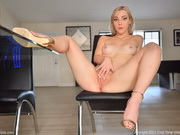 Sexy blonde Jamie Jett plays with her pussy