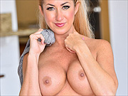 Arousing milf hottie Janna gets naked at home