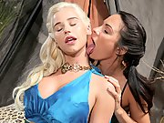 Game of Thrones parody Daenerys in lesbian sex