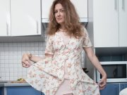 Mature Elena masturbates with her fruit in her kitchen