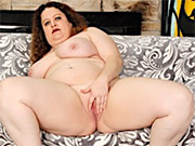 Mature BBW takes off her clothes and display her tits and pussy