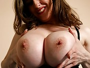 Busty Amateurs Kitty Lee curly pussy pictures