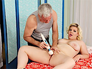 Blonde plumper gets naked and get her pussy massaged by masseur