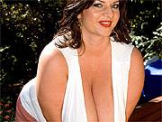 Chunky woman with massive jugs