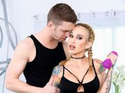 Markus Dupree helps punk girl Sarah Jessie cool down after a workout