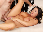 Mature slut gives a wonderful blowjob before taking the dick inside her pussy