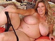 Fat mature blonde Deedra Rae showing her huge boobs and spreading pussy