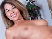 Yummy Niki sexy milf in pink panties shows a pussy