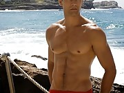 Today I had a rare speedo sighting on the beach, a really cute late 20's guy.