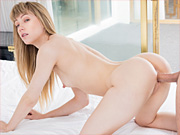 Blonde babe demonstrates her sexual appetite to her shrink