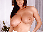 Linsey Dawn McKenzie is a sexy Couch Tomato