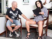 Sexy tgirl Hanna Rios gets barebacked and she enjoy it