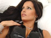 Latina milf Iza latex fetish in black latex outfit
