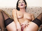Teen stepsister gets her shaved twat plugged with cock
