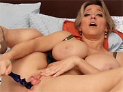Bigboobs milf blonde Dee Williams toying on a bed