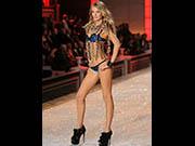 Bregje Heinen sexy runway at Victorias Secret fashion show