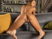Flexible Maria Rya spreading her long legs wide